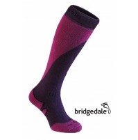 Bridgedale SKI MOUNTAIN WOMEN'S Long Socks in PLUM/BERRY